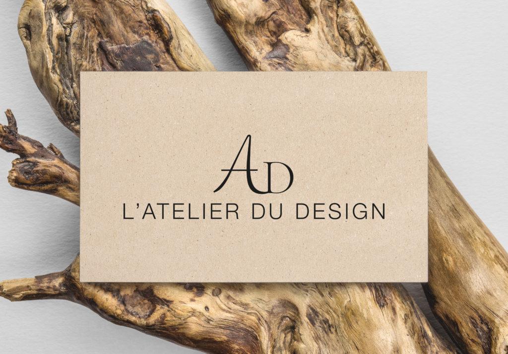 Ce logo concerne une agence d'architecture et de design. J'ai fait un logo noir car il peut s'adapter sur différent fond et les typos utilisées représentent la convivialité et le côté chaleureux d'une agence d'architecture.